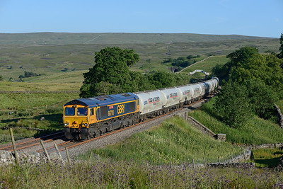 66710 passes Quarry Bank with the Clitheroe-Mossend cement train on 2/7/18.