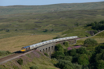 66716 crosses Lunds viaduct with the Clitheroe-Mossend cement tanks on 25/7/18.