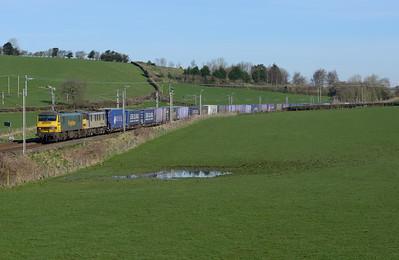 90046+90048 haul a Coatbridge-Daventry intermodal train near Milnthorpe 25/3/17.