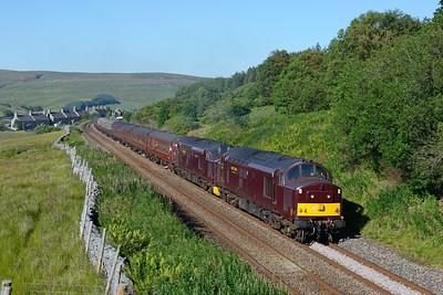"37669 + 37516 deputise for a failed steam loco on a Carlisle-York return ""Dalesman"" at Garsdale, 2/7/18."