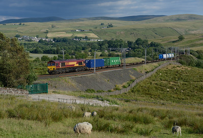 66078 passes Greenholme with the Seaforth-Mossend intermodal on 8/7/18.