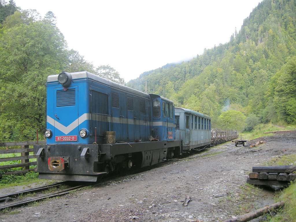 In other times there were five steam hauled logging trains every morning up the 40km main route (and branches). Now there are two diesel hauled trains and a summer only tourist service (masterminded by foreign enthusiasts)