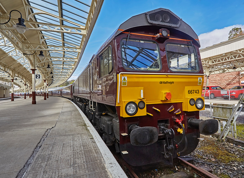 Class 66 (66743) with the Royal Scotsman at Wemyss Bay Station - 23 April 2017