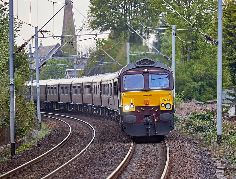 Royal Scotsman (66743) at Langbank Station - 30 April 2017