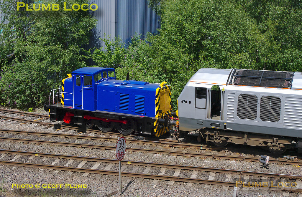 67010 & Ruston Shunter, Neasden Water Siding, 0Z90, 9th July 2010