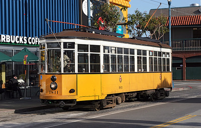San Francisco F Line 1928 Milan tram No. 1811 in original livery arriving at Beach & Jones on a service from Castro. 26/04/2007.