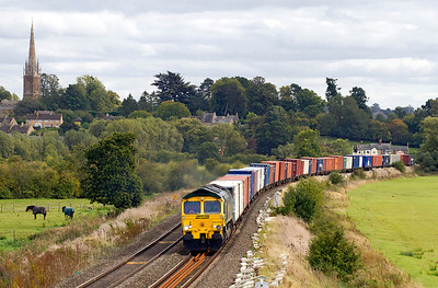 66565 heads 4M61 12.55 Southampton to Trafford Park past Kings Sutton. 21/09/2011