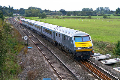 DVT 822305 leads with 67018 pushing on the 16.50 Marylebone to Birmingham Moor Street Chiltern Mainline service. 21/09/2011