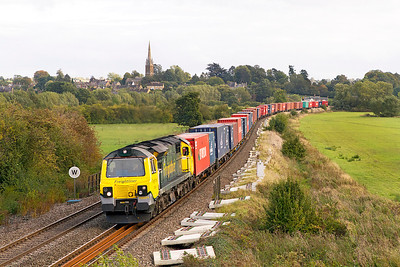 70001 'Power Haul' passes Kings Sutton with 4M68 14.50 Southampton to Birch Coppice Freightliner. 21/09/2011