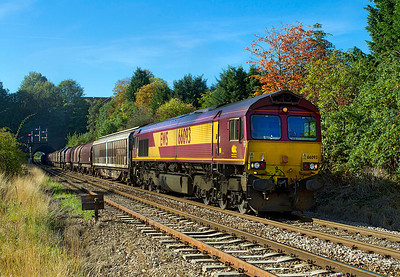 66093 emerges from Rainbow Hill Tunnel, Worcester with 6M81 02.27 Margam to Round Oak loaded steel, Wednesday 21st September 2011.