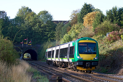 170510 emerges from Rainbow Hill Tunnel, Worcester on a Hereford to Birmingham Snow Hill service. 21/09/2011