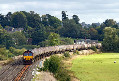 66186 passes the Village of Kings Sutton with 6E55 13.35 Theale to Lindsey empty tanks. 21/09/2011