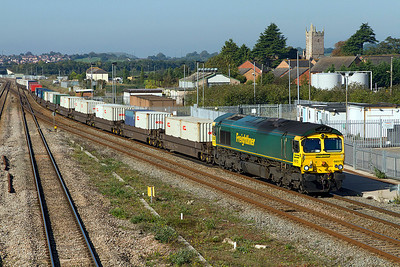 66572 heads the 4O51 09.58 Wentloog to Southampton Freightliner past Severn Tunnel Junction. 28/09/2011