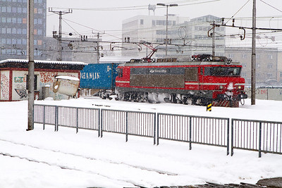 As the snow fall increases 363-014 heads an eastbound intermodal past Ljubljana. Wednesday 13th February 2013.