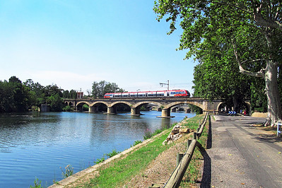 An SNCF Z2000 series EMU crosses the River Orb on the approach to Bezier from the west. Friday 16th August 2013.