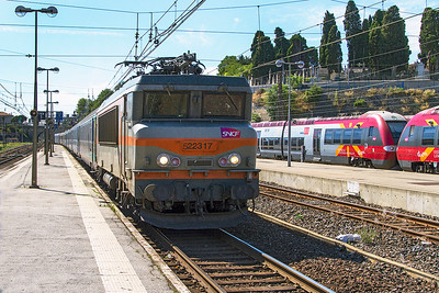 22317 arrives at Carcassonne with Train 4662 13.31 Bordeaux St Jean to Marseille St Charles. Thursday 15th August 2013.