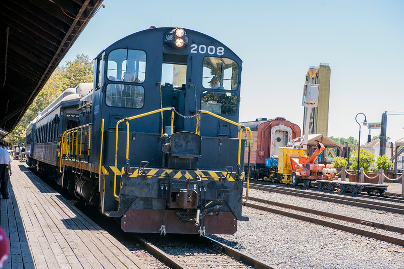 Former Army switcher 2008 pulls the train back to the depot after EMD SW8 overheated.