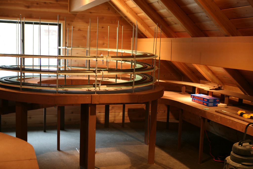 Another view of the Helix and right by the window you can see that it ends, because they haven't added the second layer which will be built up above the current benchwork, it will be attached to the beams on the sides... More on that later.. This is a very big project.