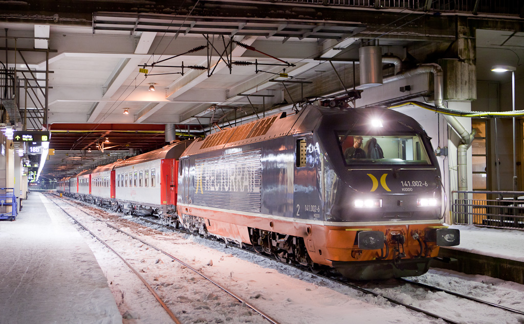 """Hectorrail 141 002 """"Kiddo"""" with Veolia 7142 Malmö - Stockholm in Stockholm C."""
