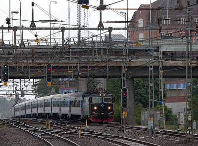 RC6 1355 leads a passenger train bound for Stockholm in Karlberg. A number of trains are operated with Rc6 sandwiches (note second engine on rear of train).