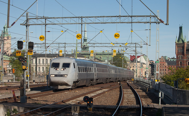 X2000 in Stockholm Central.