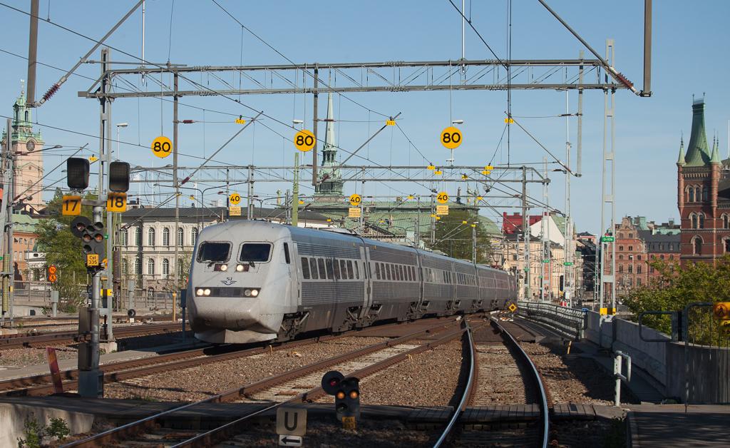 X2000 in Stockholm Central.