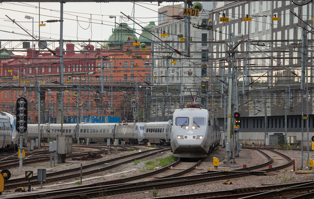 Doubleheaded X2000s in Stockholm Central.