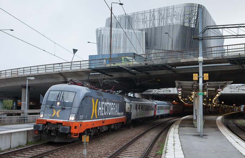 "Hector Rail 242.532 ""Lightyear"" on the Veolia Snälltåg Stockholm-Malmö in Stockholm Central."