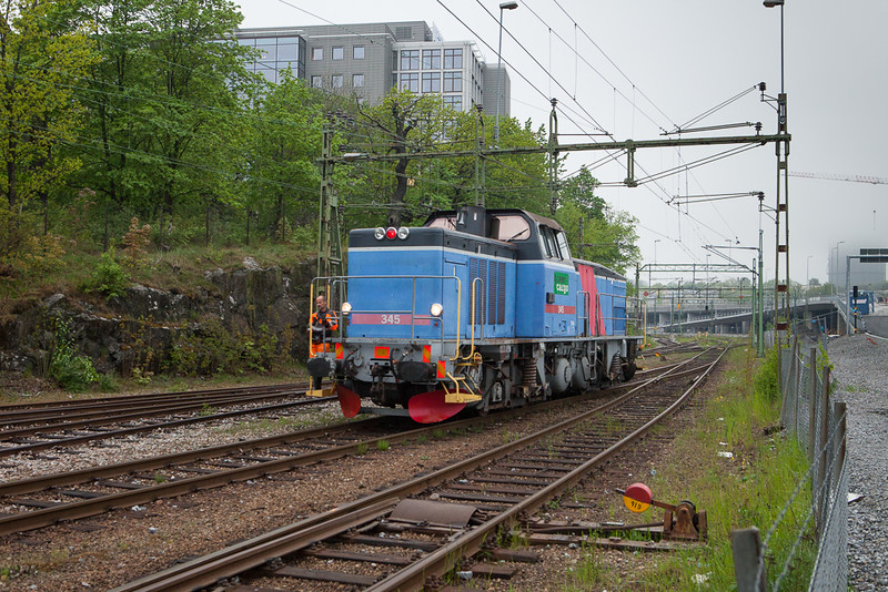 Green Cargo T44 345 switches in Värtan.