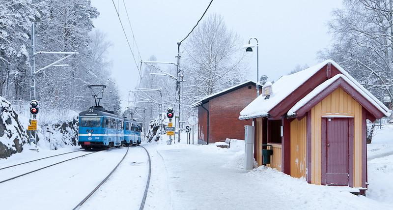 Lidingöbanan arriving in Baggeby.