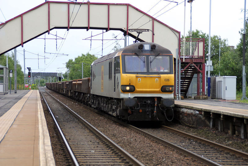 92026 1450/6s51 Carlisle-Mossend engineers passes Holytown.