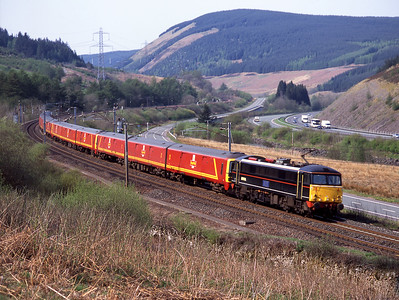 87019 hauls 4 short formed 325 units past Greskine with the early evening mail train 9/5/06.