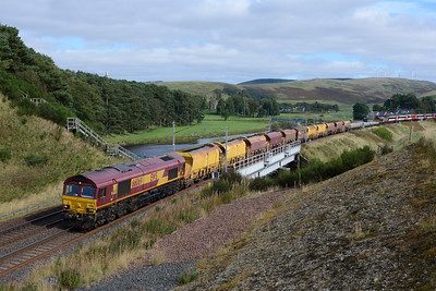 After standing in Beattock summit loop for nearly 4 hours (as booked) 66069 hauls a Carlisle-Grantshouse engineers train over Crawford viaduct with 66183 on the rear 17/9/16.