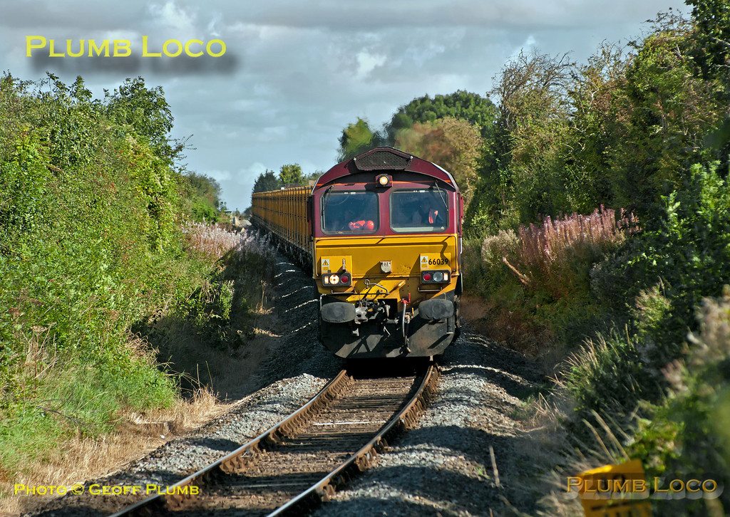 """DBS 66039 descends the grade from Monks Risborough towards Princes Risborough at Park Mill Farm crossing whilst working 6A58, the 10:14 from Calvert to Northolt empty """"binliner"""" train along the branch from Aylesbury. 11:07, Wednesday 19th September 2012. Digital Image No. GMPI12431."""