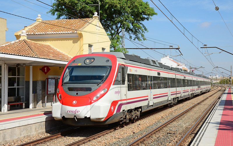 Alstom built class 465 Emu 9-465-226-9 arrives at Massanassa on a stopping service to Gandia.