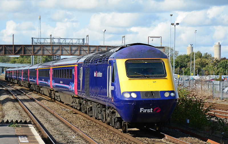 FGW power car 43078 has charge of 1A16 Bristol Temple Meads to London Paddington, seen here arriving at Didcot Parkway 11/10/2014.<br /> Celebrating Thirty eight years in traffic since there introduction this very week, the HST is still in my opinion the best locomotive & train set ever built for Britians railway.