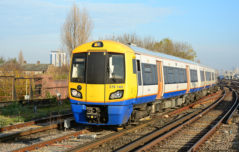 Electrostar 378145 arrives at Clapham Jctn with the London Overground service from Highbury & Islington 29/11/2014. These units are having a fifth coach added at present to cope with extra passenger numbers.