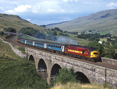 37411 leads the Arriva loco hauled set over Ais Gill viaduct with 37408 on the rear 31/7/04.