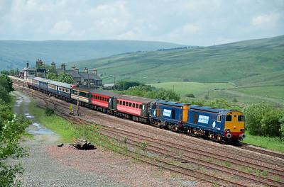 20308 + 20309 pass Garsdale with a motley rake of stock on a Stratford upon Avon-Carlisle railtour 7/7/12.