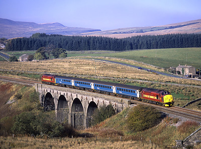 37405 top and tails with 37408 over Lunds viaduct on the 13.33 Carlisle-Leeds 16/10/03.