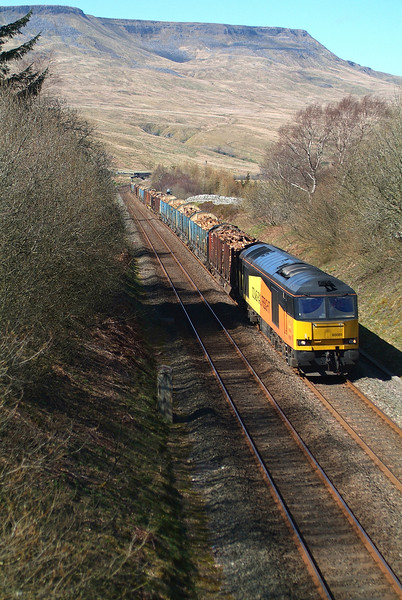Some 40 minutes later and looking like I would get a Blocker with the late-running northbound unit ,60085 completed my trio of 3 sunny 60 logs shots in 3 days. 20th April  2018 14.21hrs. 6J37. Carlisle-Chirk Kronospan. The unit came a minute later. Phew !  If the rumours are correct this might well be my last shot of the logs. The suggested switch of motive power to a Class 70 is a definite turn-off.