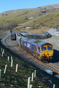 66725 in Arcow Quarry Sdgs. 24.3.2017 , now loading 6M33 12.12 Arcow Quarry-Pendleton ( Brindle Heath ) GBRf