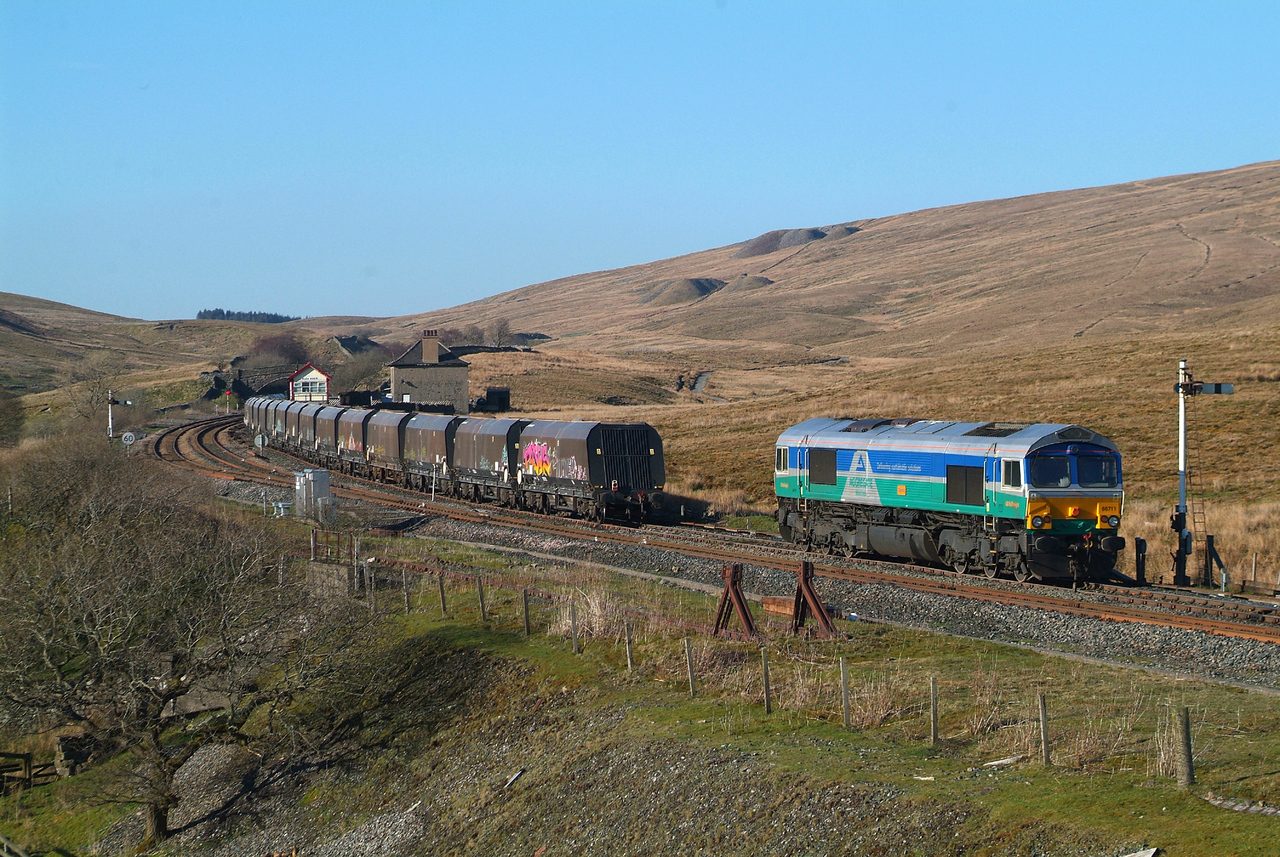 I set off in hot pursuit on what was the hottest day of the year so far , striding out manfully , sort of ,across the moor and climbing up to Blea Moor Sidings. 66711 was just completing its run-round procedure  at 17.55hrs.