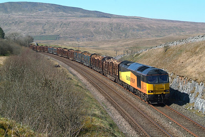 Not having taken a picture of a 60 working the logs before this visit I was spoiled with a shot every day for 3 days running. 60085 Salt Lake 19th April 14.40hrs. 6J37 12.58 Carlisle--Chirk Kronospan Colas Rail.