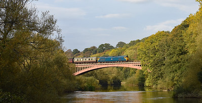 50035 crosses Victoria Bridge with 1550 Bridgnorth ~ Kidderminster in a brief spell of sun...