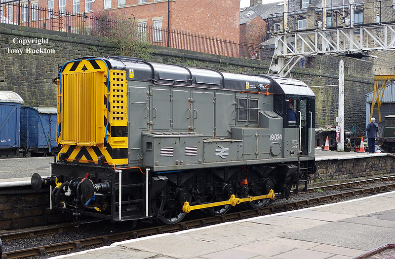 09024 on shunting duties at Bury during the East Lancs Railway class 40 weekend on Sunday 15th April 2018.