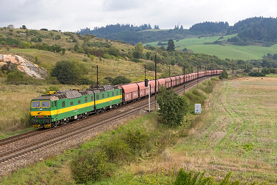 131 001 & 131 002 head towards Bešeňová with empty bogie hoppers. They would return later with empty bogie opens and leave them in the loop at Liptovský Mikuláš to be loaded with logs later. Wednesday 6th September 2017.