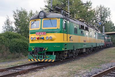 125 828, 125 827 & 771 811 are stabled at Maťovské Depot. Thursday 7th September 2017.