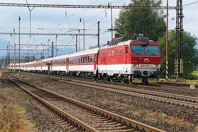 350 006 departs from Liptovský Mikuláš with R 607 11.55 Bratislava to Kosice. The train is using the westbound track due to engineering work on the eastbound track. Wednesday 6th September 2017.