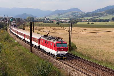 Gorilla 350 013 heads eastbound at Bešeňová with train R 603 07.55 Bratislava to Kosice. Wednesday 6th September 2017.